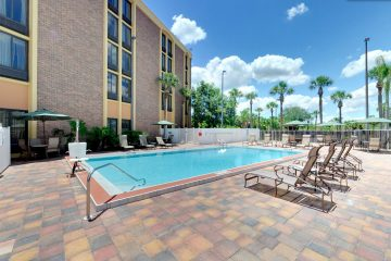 comfort_inn_maingate_pool01