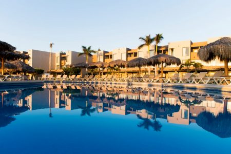 holiday-inn-resort-los-cabos-all-inclusive-pool3