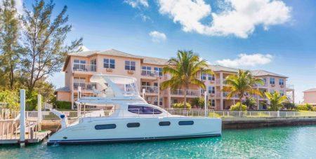 island-palm-marina-villas-dock-boat