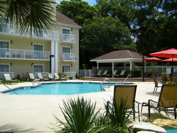 park-lane-hotel-and-suites-pool4