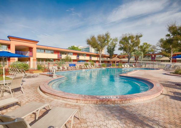 red_lion_hotel_maingate_pool01