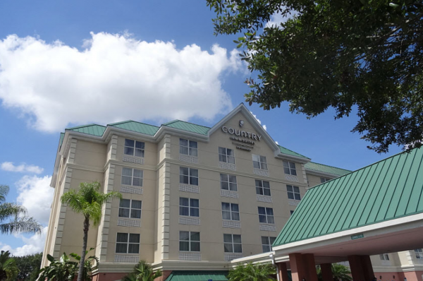 Country-Inn-and-Suites-Orlando-day-exterior