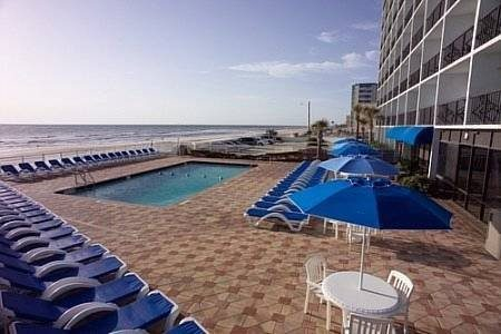 Tropical-Winds-Oceanfront-Hotel-Daytona-Beach-Florida-exterior2-beach-side