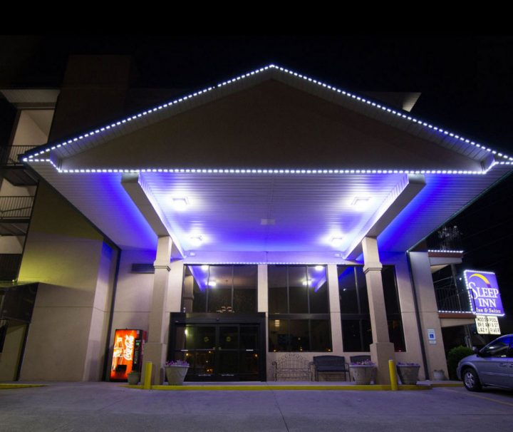 BVE_Sleep-Inn-&-Suites-Gatlinburg-night-exterior