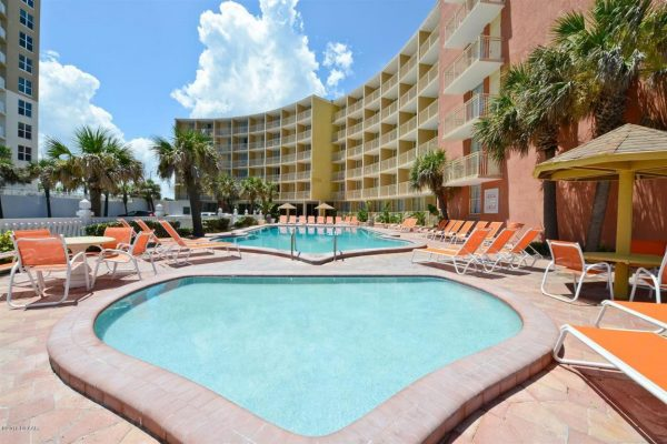 Lexington-Inn-and-Suites-Daytona-Beach-02